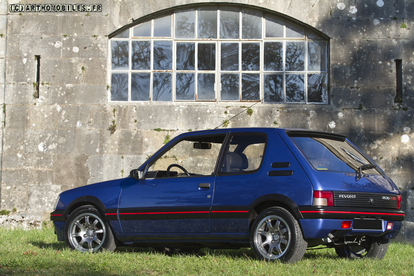 shooting d 39 une peugeot 205 gti 1 9. Black Bedroom Furniture Sets. Home Design Ideas